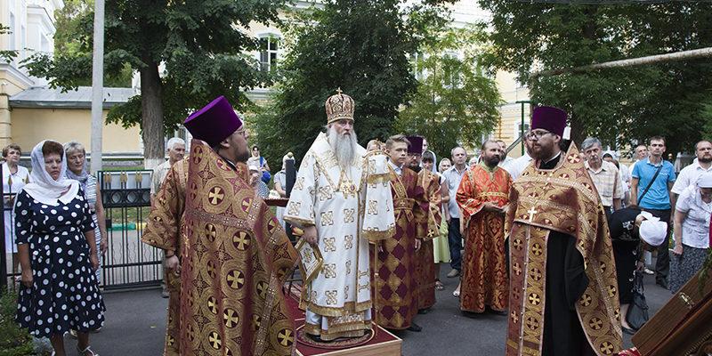 Всенощное бдение в храме святого великомученика и целителя Пантелеимона г. Саратова