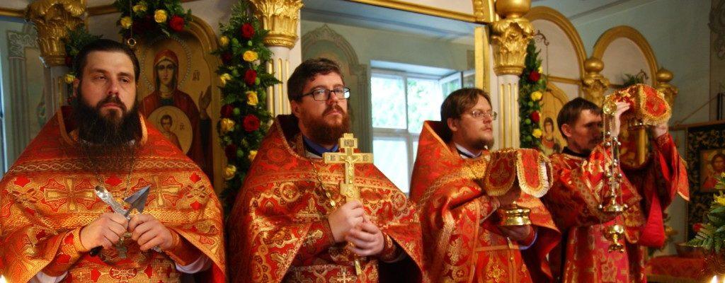 Благочинный округа возглавил праздничное богослужение в Свято-Пантелеимоновском храме